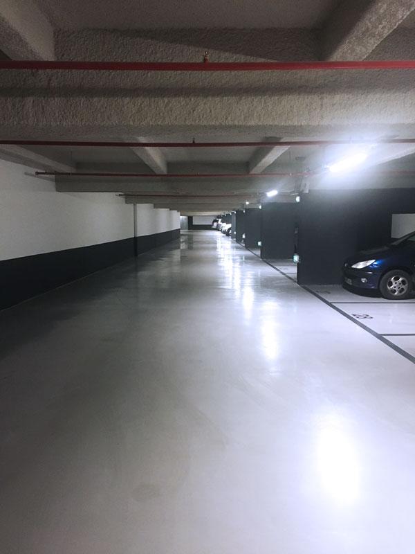 Sol en résine dans un parking sous-terrain