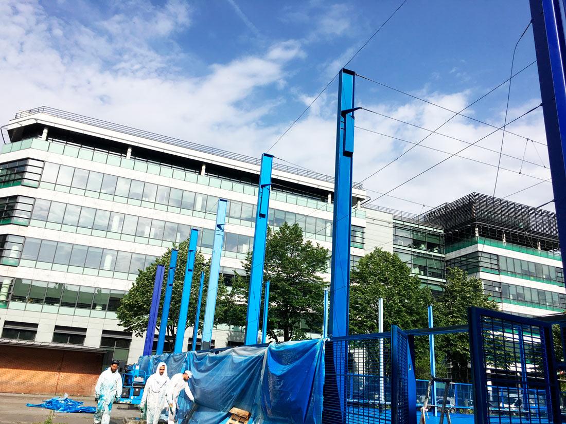 l'equipe d'alpha peinture et couleurs sur la rénovation du playground de saint-denis